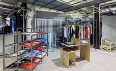 Dover Street Market, the inspirational luxury fashion concept store founded by Comme Des Garcons designer Rei Kawakubo, has reopened on London's Haymarket. Restaurant Rose, Boutique Dior, Dover Street Market, Jacquemus, Wear Store, Fashion Wallpaper, Wallpaper Magazine, Street Culture, Sports Shops