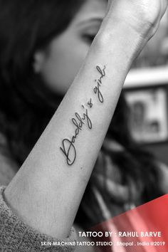 Daddy's girl tattoo by : Akash Chandani Skin Machine Tattoo Studio Chris Skinne. - Daddy's girl tattoo by : Akash Chandani Skin Machine Tattoo Studio Chris Skinne… Daddy's gi - Daddys Girl Tattoo, Tattoo Mama, Mädchen Tattoo, Daddy Tattoos, Shape Tattoo, Family Tattoos, Tattoos For Guys, Tattoo Quotes, Sayings For Tattoos