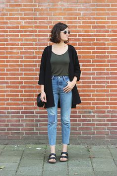 Mom jeans (Wedgie Fit by Levi's), Birkenstock and loose cardigan