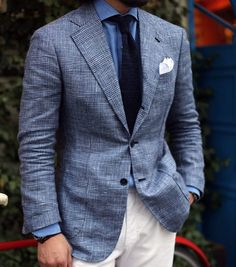 Marry a blue plaid suit jacket with white chinos to Blue Blazer Men, Blue Plaid Suit, Look Blazer, Plaid Blazer, Blazer Dress, Dress Shirt, Gentleman Mode, Gentleman Style, Mens Fashion Blog