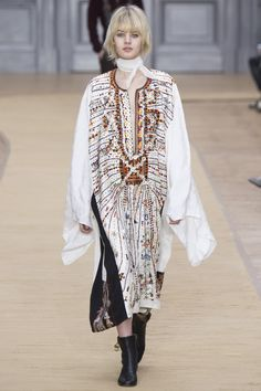 """Chloé Fall 2016 Ready-to-Wear Collection Photos - Vogue.I don't see too many kaftans where I think """"fabulous' but this is one of them. Haute Couture Style, Couture Mode, Couture Fashion, Runway Fashion, Fashion Week Paris, Fall Fashion 2016, Autumn Fashion, Chloe Fashion, Boho Fashion"""