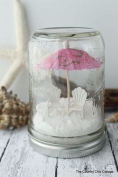 Mason Jars Beach Mason Jar Terrariums -- the perfect way to decorate for summer! Add any miniatures you love!Beach Mason Jar Terrariums -- the perfect way to decorate for summer! Add any miniatures you love! Presents For Best Friends, Diy Gifts For Friends, Best Friend Gifts, Beach Mason Jars, Mason Jar Crafts, Mason Jar Terrarium, Beach Themed Crafts, Wedding Centerpieces Mason Jars, Quick And Easy Crafts