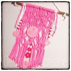 #macrame # babykamer #wandhanger #knopen #kinderkamer #roze #knopen