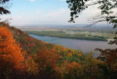 Here are the best Mississippi river attractions and activities, which you should try visiting and enjoying. Along the way, you will enjoy the stunning scenic