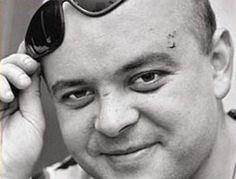 Luca Prodan | lotienetodo.com.ar Sumo, This Man, Mario, Joker, Rock Band Photos, Rock Bands, Women's Shirts, Musica, Yes I Can