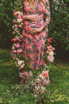 Floral pregnancy announcement from Bel & Beau Layer Cakelet) Third Pregnancy, Pregnancy Photos, Hippie Pregnancy, Pregnancy Style, Pregnancy Fashion, Maternity Session, Maternity Photography, Maternity Style, Maternity Dresses