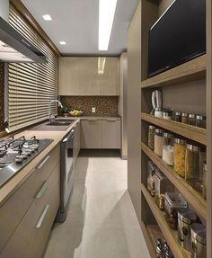 Quando uma cozinha é super, hiper, meeega aproveitada! 😍❤️ É muuito amor!! Autoria do Projeto: Ana Maher Arquitetura Snap: Decoremais | Meu ig: @carolcantelli_interiores