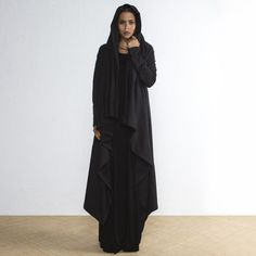 Black wrap cloak for your fall capsule wardrobe. Casual all black sweater that covers you like a blanket. Fashion Group, Fashion Outfits, Autumn Fashion Casual, Casual Fall, Ethical Fashion Brands, Fall Capsule Wardrobe, Hoodie Dress, Fall Looks, Minimal Fashion