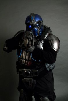 Carmine Cosplay with Gears of war Snub pistol by TriForce