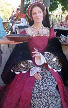 Tudor Costume - not the sleeves, but the fabric is nice