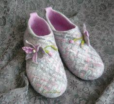 Wool Shoes, Felt Shoes, Nuno Felting, Needle Felting, Wool Art, Knitted Slippers, How To Make Shoes, Ciabatta, Felt Art