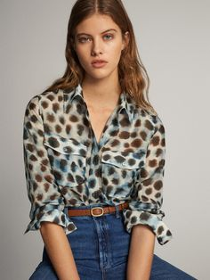 The most elegant new clothes for women at Massimo Dutti this Spring/Summer Discover the latest fashion trends in new shoes, jackets, pants or dresses. Outfits Primavera, Cotton Silk, Printed Cotton, Shirt Bluse, Latest Fashion Trends, Fashion Tips, Jumpsuit Dress, Timeless Fashion, New Outfits