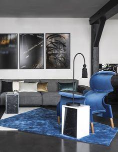 Le designer et architecte d'intérieur Pierre Gonalons signe son premier chantier d'exception. Un vaste appartement aux allures de loft sous les toits d'un ancien couvent parisien du XIXe siècle. Dans ce décor de marbre et de béton, où le noir règne en maître, chaque meuble, chaque objet s...