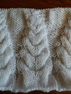 torsade sapin | unamourdetricot Le Point, Learn How To Knit, Tuto Tricot, Crochet Baby, Pretty