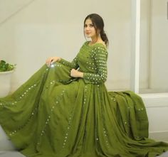 Party Wear Indian Dresses, Pakistani Fashion Party Wear, Designer Party Wear Dresses, Indian Gowns Dresses, Indian Bridal Outfits, Dress Indian Style, Indian Fashion Dresses, Indian Designer Outfits, Gown Party Wear