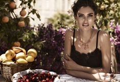 The Shine of Dolce – Italian beauty Bianca Balti continues her tenure as the face of Dolce & Gabbana's jewelry collection for Captured by Giampaolo Sgura… Bianca Balti, Italian Beauty, Italian Style, Italian Chic, Italian Summer, Italian Villa, Dolce & Gabbana, Cleopatra Beauty Secrets, Italian Lifestyle