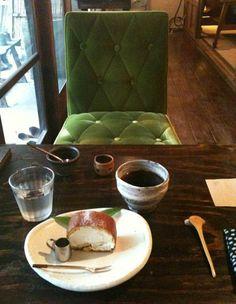 """大阪枚方のカフェ、ルポ・デ・ミディ(フランス語の""""Repos de midi""""でしょうか? でしたら「昼休み」ですが....違ったらゴメンナサイ。 Posted by nomannodie at 2010年10月10日 05:01 ありがとうございます! ヒントをもとに調べてみたところ、やはり「昼休み」 のようです(^^ ゆっくりとくつろいでほしいという意味を込めているとか。。 なるほど。そんな雰囲気が漂っていました(^^。 )枚方のカフェ、ルポ・デ・ミディ。 お店の名前、どういう意味があるんだろう… すごくいいカフェだったのですが、絶対店名覚えないと思うな…わーい(嬉しい顔)たらーっ(汗) 誰か意味を教えて下さい…あせあせ(飛び散る汗)ルポ・デ・ミディ"""