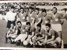 Deportes La Serena 1960 (blanco y negro).  SANTANDER, JUAN ROJAS, AMBLER, EDUARDO ARAYA POBLETE Y RIQUELME  HINCADOS: SULANTAY, VERDEJO, PINNOLA, PEDRO PEREZ Y JUAN CARVAJAL.