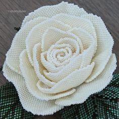 Купить или заказать Брошь цветок из бисера Кремовая Роза (0416) в интернет-магазине на Ярмарке Мастеров. Брошь цветок из бисера Кремовая Роза (0416) Выполнена из мельчайшего японского бисера Тохо. На изнанке натуральная кожа. Брошь довольно тяжелая, подойдет для одежды из плотных тканей (жакет, пальто и т.п.). Диаметр цветка около 7 см. В деревянной коробочке. Доставка почтой бесплатно.