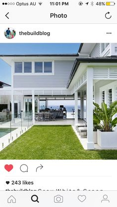 Awesome White Beach House Design - Home Style Beach Cottage Style, Beach House Decor, Style At Home, Casas California, Weatherboard House, Queenslander, Hamptons Style Homes, Hamptons Beach Houses, California Beach Houses