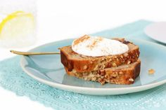 Ontbijtcake met yoghurt, dadels en noten