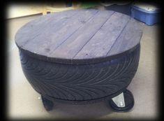Fick en beställning på ett däckbord till en ung kille. Lite större hjul än på pallarna och skivan gjord av pallträ som målats svart.   Got...