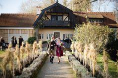 Auf einem zauberhaften Seegrundstück liegt das Standesamt im Künstlerhaus Gasteiger am Ammersee. Hochzeiten finden dort ganz nah an der Natur statt.