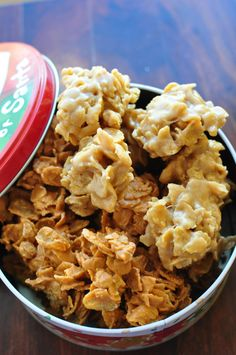 Peanut Butter Cornflake Cookies cup sugar cup corn syrup cup peanut butter 2 cups cornflakes Cook sugar and corn syrup in a large pan until sugar has melted. Remove from heat and add peanut butter. Stir in cornflakes and drop onto waxed paper. Candy Recipes, Sweet Recipes, Cookie Recipes, Oven Recipes, Holiday Baking, Christmas Baking, Christmas Cookies, Christmas Candy, Corn Flakes Peanut Butter