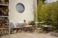 Deck seating http://www.myhomerocks.com/2012/03/beautiful-laid-back-home-design-by-ekaterina-voronova/