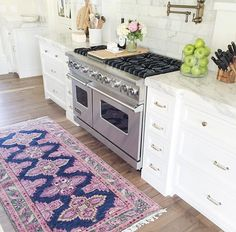 Dee: Kitchen /// Rug and decor Kitchen Design, Kitchen Decor, Kitchen Rug, Home Luxury, Up House, Decoration Table, Apartment Living, My Dream Home, Home Kitchens