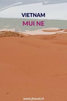 Mui Ne is bekend om zijn rode zandduinen die je kunt beklimmen. Mui Ne is ook een badplaats met mooie stranden en mooie resorts met laagbouw en tuinen. Meer lezen over Mui Ne doe je op mijn website. Lees je mee? #muine #zandduinen #strand #vietnam #jtravel #jtravelblog