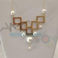 Bien elegante nuestro diseño en este collar, utilizando doble baño de oro y decorando con perlas. ¡Una hermosura! ❤️ #AMC #AnnaMariaCavallo #accesorios #woman #orfebrería #design #style #fashion #moda #beauty #love #DiseñoNacional #loveit