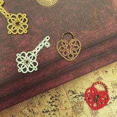 Lock and Key Pendant Set Tatting Lace Patterns di TheKimAndI