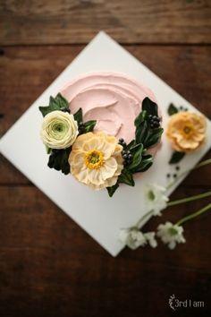 new poppy flower cake 화이트데이가 가까워와서 인지 몇일전에 방문했던 꽃시장은 매우 활기찬 분위기였습...