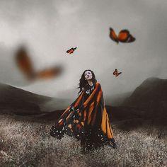 La vida libera constantemente infinitas opciones a nuestro alrededor. Y a veces, una simple decisión que revolotea en tu mente, puede provocar una reacción en cadena que cambie tu destino... THE BUTTERFLY EFFECT   Amazing wings ❤️ by @alassie #costureroreal