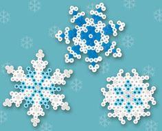 Sneeuwvlokken gemaakt van strijkkralen door PerlerKlik hier voor de werkbeschrijving