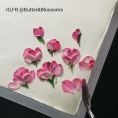 She makes those buttercream flowers look so easy 😍 would you try this technique?Peony All Buttercream painting With knife palette. I love peony , she look mystery and romance flower. Creative Cake Decorating, Cake Decorating Techniques, Cake Decorating Tutorials, Creative Cakes, Cookie Decorating, Buttercream Cake Decorating, Decorating Cakes, Cake Icing, Eat Cake