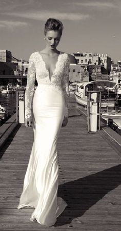 I'm normally not a fan of fishtail dresses (especially not for weddings), but this is just stunning. Pinned from http://everythingjustpurelovely.tumblr.com/