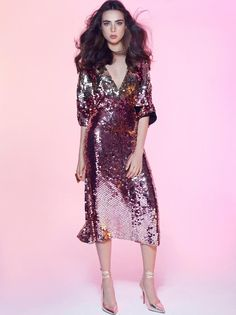 A handmade sequined gold and pink mid-high gown. Deep plunging neckline with small cutouts on both sides of the dress and three-quarters baggy sleeves. Edgar Ramirez, Dream Wedding Dresses, Plunging Neckline, Dress For You, Pretty Outfits, Runway Fashion, Dress Skirt, Evening Dresses, Party Dress