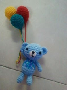 Bear with Balloon -Free Amigurumi Pattern http://sue-mindnsoul.blogspot.com.es/2011/09/bear-with-balloon.html