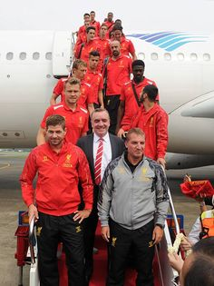 Liverpool Football Club have touched down in Indonesia for the very first time! Liverpool Fc Tour, Liverpool Pride, Liverpool Captain, Liverpool Football Club, Football Ads, Sport Football, Stevie G, Uefa Super Cup, Captain Fantastic