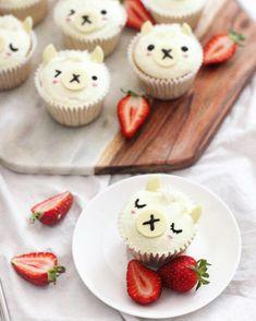 Cut Lama Cupcakes von Michelle Lu ( - Rich Design Co - Pin Kid Cupcakes, Birthday Cupcakes, Cupcake Cakes, Cute Food, Yummy Food, Llama Birthday, Gateaux Cake, Snacks Für Party, Dessert Table