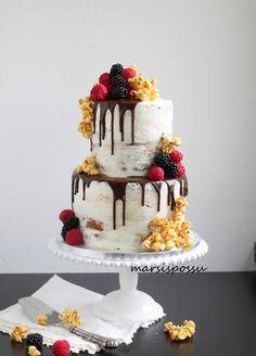 Naked cake marjoilla ja poppareilla Cake Ideas, Naked, Desserts, Food, Tailgate Desserts, Deserts, Essen, Postres, Meals