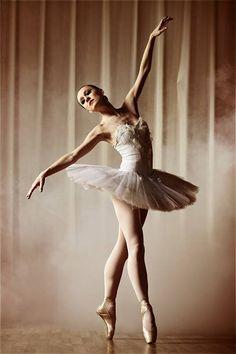 Best dancing poses for pictures pointe 57 ideas Ballet Poses, Ballet Art, Dance Poses, Ballet Dancers, Poses For Pictures, Dance Pictures, Stock Pictures, Australian Ballet, Ballet Performances