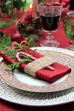 Weihnachtstisch: Gedeck. Tischwäsche von Sander