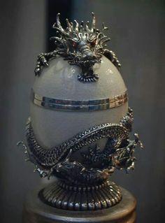 Dragon egg holder