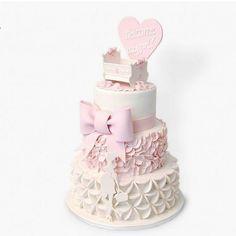 : @designkaker. Wow! Look at that cake #babygirl #babyshower #girl #love #pregnant #pink #rosa #jente #gravid #kake #cake #inspiration #inspirasjon #detlilleekstra #dinbabyshower