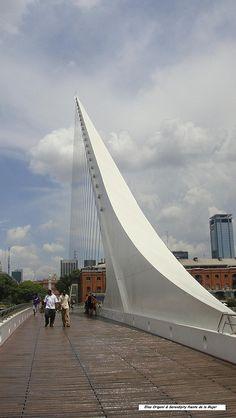 El Puente de la Mujer de Calatrava en Buenos Aires, Puerto Madero, Argentina