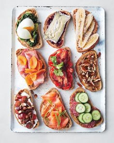 Breakfast Bruschetta Bar : Brotzeit Feed a houseful of hungry guests the easy way, without standing behind the griddle for hours. By letting them help themselves from a gorgeous selection that offers something for everyone. Bruschetta Bar, Healthy Snacks, Healthy Eating, Healthy Recipes, Healthy Brunch, Healthy Picnic Foods, Vegetarian Snacks, Healthy Breakfasts, Avocado Recipes