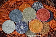 Portavasos artesanales para darle color a tu mesa! ( Vichada- Colombia) #Artesanias  Cómpralo en Mambe.org!
